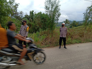 Antisipasi Balap Liar Jelang Buka Puasa Personil Polsek Baraka Polres Enrekang Lakukan Patroli