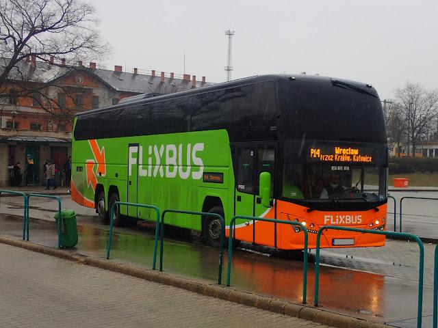 Polski Bus w kolorach Flixbusa (Budapeszt, luty 2018)