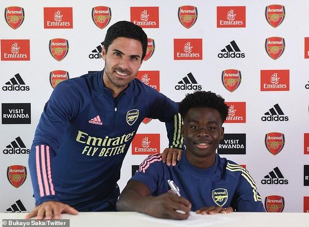 18-year-old Bukayo Saka signs a new long-term deal with Arsenal FC