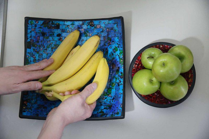 La razón científica por la que nunca debe guardar papas con cebollas ni peras con manzanas