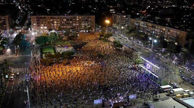 Thousands in Tel Aviv protest Netanyahu-Gantz alliance deal ahead of trial