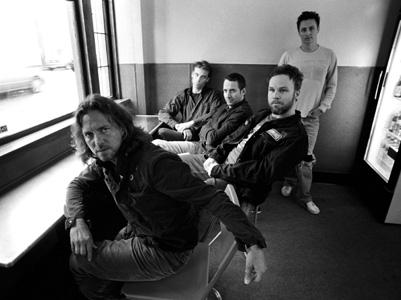 98b4177a1 Aproveitando que essa semana temos show do Pearl Jam aqui no Brasil, que  tal ouvir um podcast especial contando um pouco da história da banda que  fará seus ...