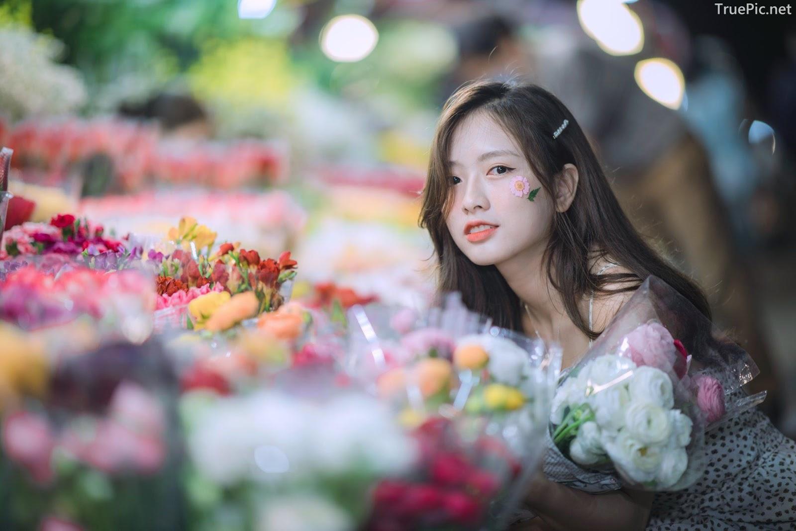 Vietnamese Hot Girl Linh Hoai - Strolling on the flower street - TruePic.net - Picture 5