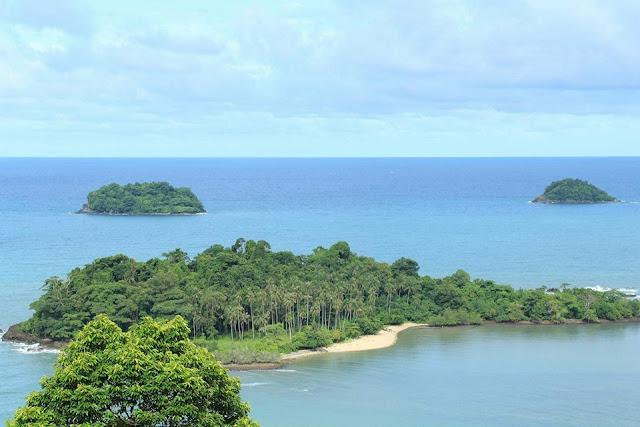 เกาะช้างเป็นเกาะที่มีชื่อเสียงและท้องทะเลใหญ่ที่สุดในจังหวัดตราด