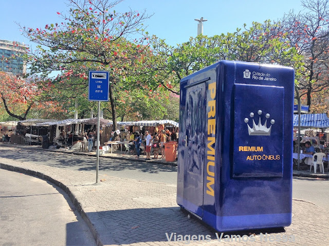 Ponto de ônibus da Linha SE2016 na Praça General Osório/Aeroporto