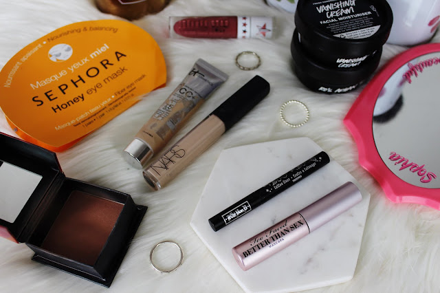 travelling, travel friendly, makeup, beauty, tips, guide, how to, flatlay