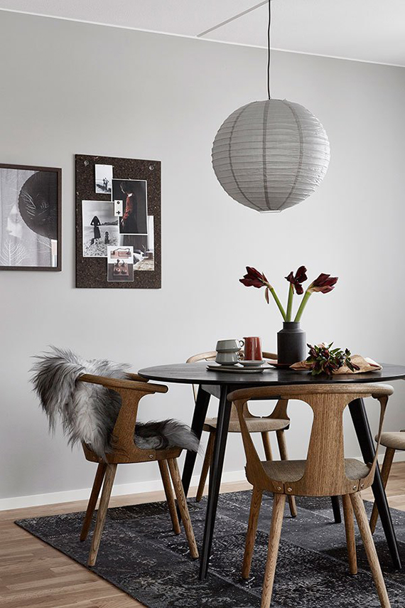 Scandinavian dining room with round dining table. Hitta Hem