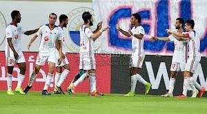 الشارقة ينفرد بصدارة دوري الخليج العربي الاماراتي بعد الفوز على نادي النصر في المباراة بثلاثية