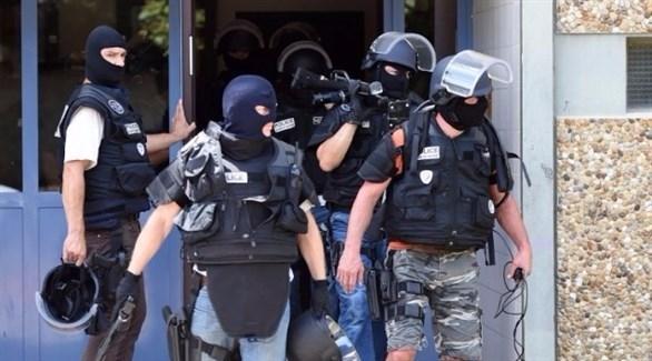 """فرنسا تطرد عشرات """"المتطرفين"""" من بينهم معتقلين على خلفية الإرهاب"""