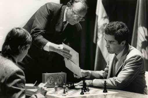 La rencontre du championnat du monde d'échecs entre Kasparov et Karpov à Séville en 1987