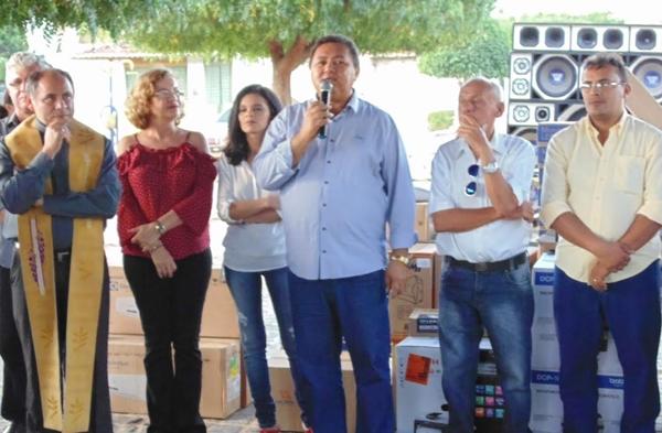 Prefeitura inaugura obras de pavimentação e entrega equipamentos a saúde em Japi