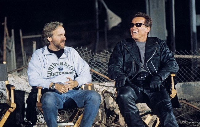 60 Iconic Behind-The-Scenes Pictures Of Actors That Underline The Difference Between Movies And Reality - The Terminator laughs it up with James Cameron on Judgement Day.
