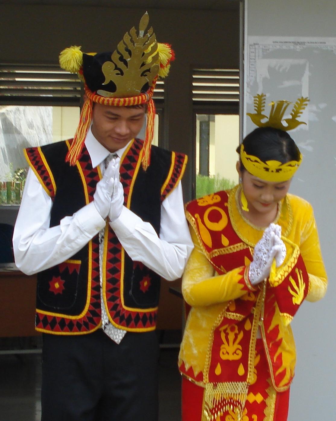 Pakaian Adat Suku Nias