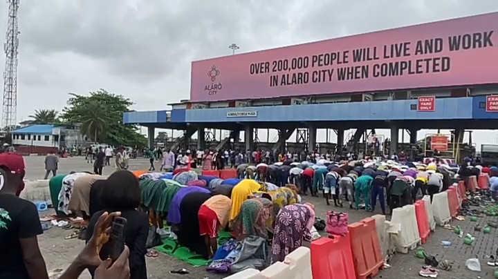 muslim EndSARS protesters observe jumat at protest ground