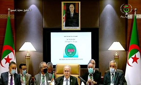 Comienza en Argel la reunión de cancilleres de países vecinos para abordar la situación de Libia.