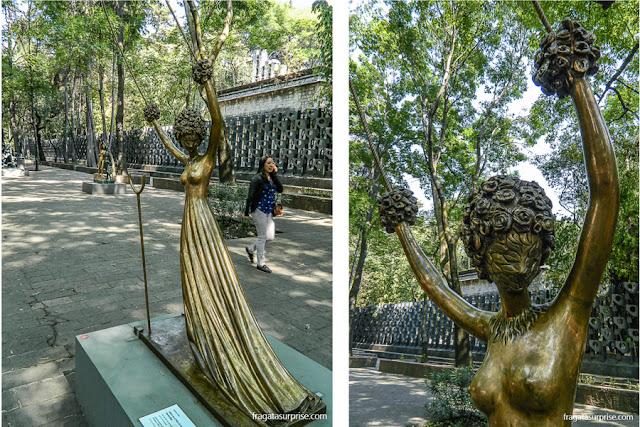 lice no País das Maravilhas, escultura de Salvador Dali, no Paseo de La Reforma, Cidade do México