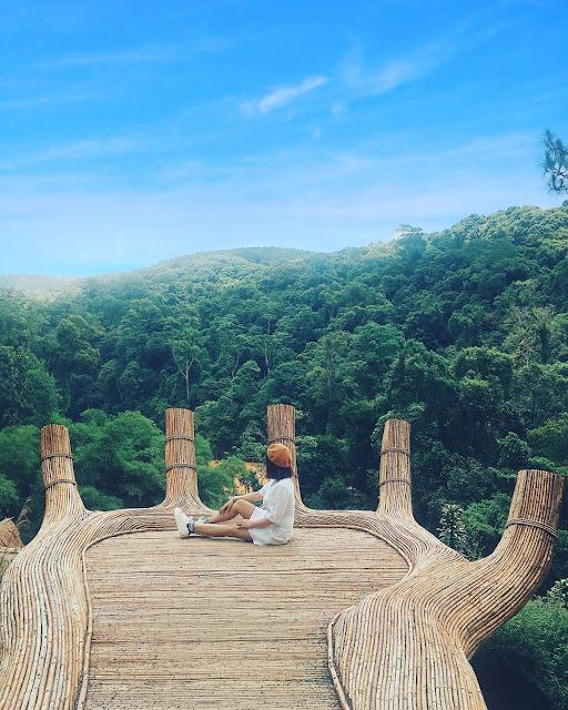 Bàn tay Phật khổng lồ ở Hoa Sơn Điền Trang, Đà Lạt