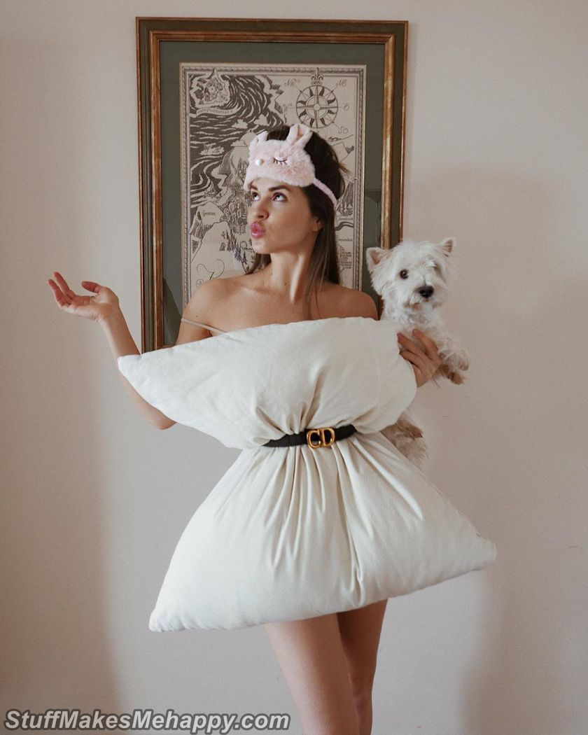 Outstanding Dresses Made From Pillows to Make Fun in Quarantine
