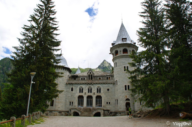 La facciata principale da cui si ha accesso agli interni