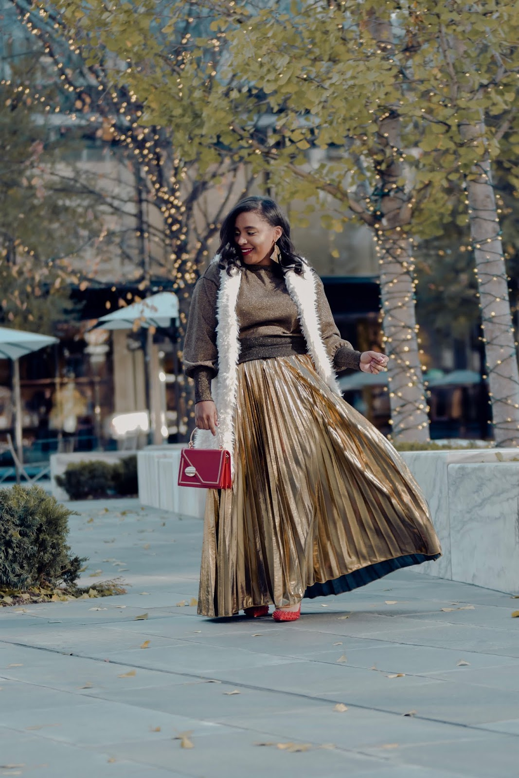Gold skirt, outfits with gold, pleated skirt, holiday outfit ideas, holiday party outfits, pattys kloset, christmas outfit, faux fur vest