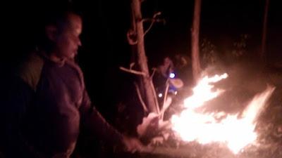 Cegah Kebakaran Hutan, Personel Polsek Monta dan KPH Lakukan pemadaman api di Lahan Warga