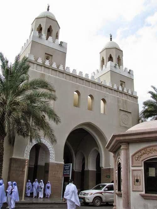 Masjid Birr Ali, tempat mengambil miiqot (niat umroh dan haji) di Dzulhulaifah.