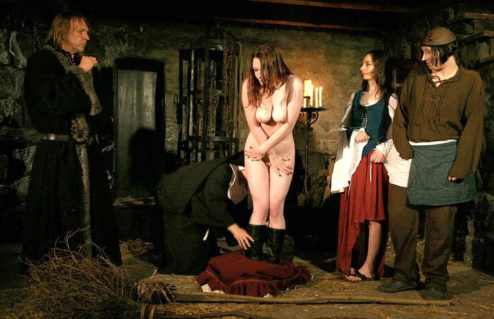 Фильм право первой ночи с господином в замке ххх член сосут девки