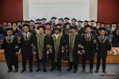Tahniah! graduan tajaan Yayasan Terengganu