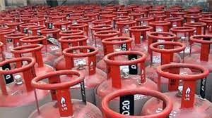 LPG सिलेंडर आज से हुआ और महंगा, अब इस रेट पर मिलेगी घरेलू गैस, 15 दिन में 50 रुपये का इजाफा