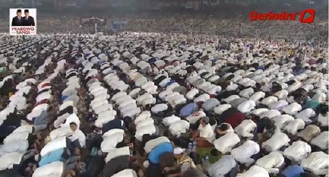 Salawat Badar Sambut Prabowo Sandi Ikut Sholat Subuh Berjamaah di GBK