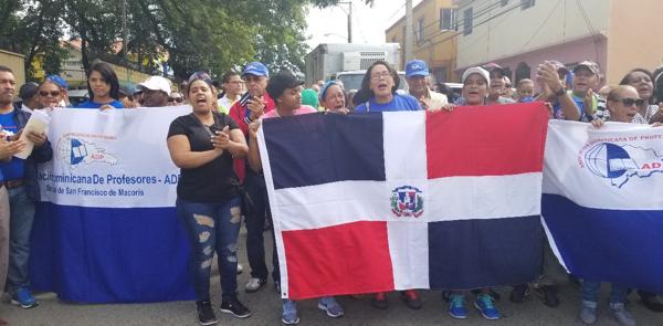 Paralizan clases en provincia Duarte y Hermanas Mirabal