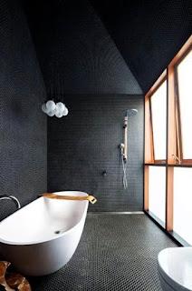 حمامات باللون الاسود والابيض