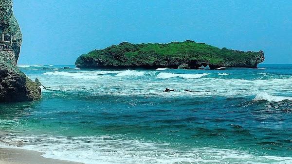 Pantai Sadranan Jogja Memliki Keindahan yang Membuat Mata Terpana!