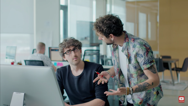 Adobe se burla de los molestos directores de arte con un vídeo hilarante