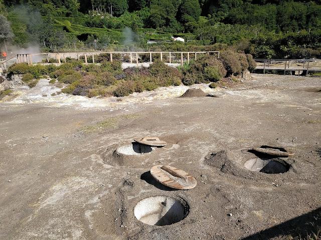 Zona de caldeiras para hacer cocidos de Furnas junto al Lago (Açores)