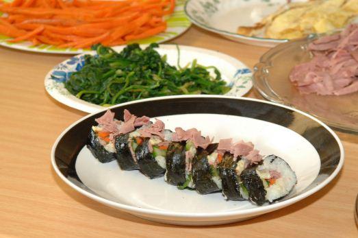 Membuat Kimbab Makanan Khas Korea Praktis Dan Lezat