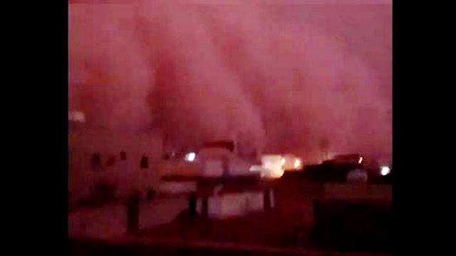 Astagfirullah… Terjadi di Arab, Langit Merah dan Badai Petir Menerjang, Pertanda Apa Ini