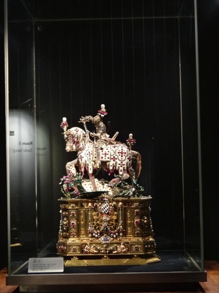 Estátua de São Jorge na Residenz em Munique