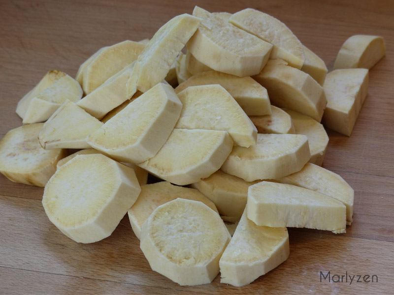 Coupez la patate douce en gros morceaux.