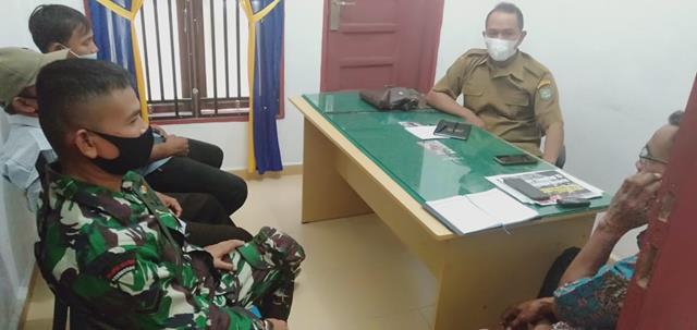Jalin SIlaturahmi Dengan Warga, Personel Jajaran Kodim 0208/Asahan Laksanakan Komsos Dengan Aparat Desa