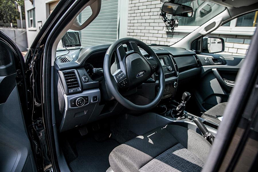 НГУ отримала Ford Ranger Truck та Ford Transit