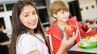 Επτά εύκολοι τρόποι για να μάθει το παιδί να τρώει φρούτα