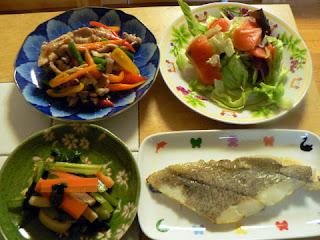 夕食の献立 献立レシピ 飽きない献立 定食 カレイ 煮浸し サーモンサラダ チンジャオロース