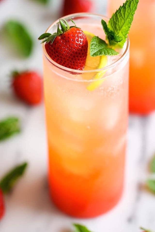 عصير فراولة وليمون فوار