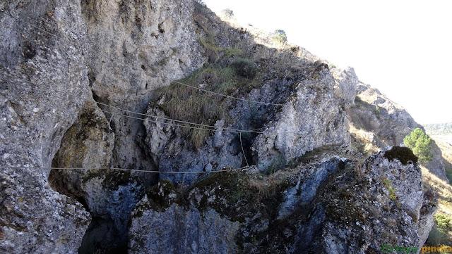 Primer puente de la vía ferrata Huerta de Rey.