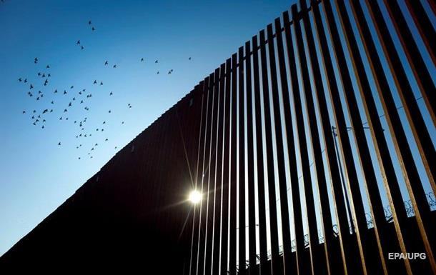 """Контрабандисти вирізують частини з """"стіни Трампа"""" між США і Мексикою"""