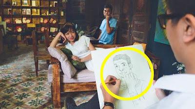 Lustige Menschen beim Zeichnen