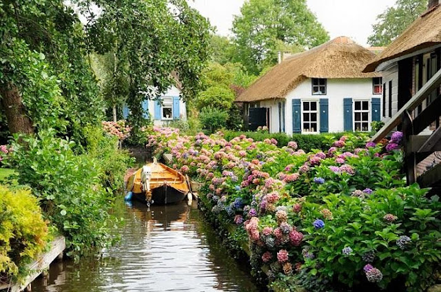 The most beautiful fairy village in the world Giethoorn