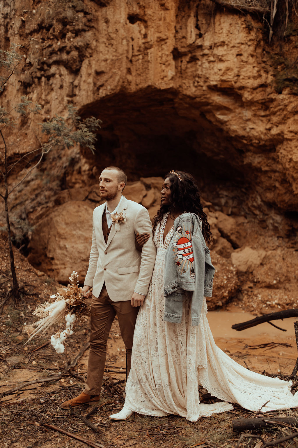 kacie herd photography wedding shoot bohemian bridal gown dried floral arrangement with golden accents