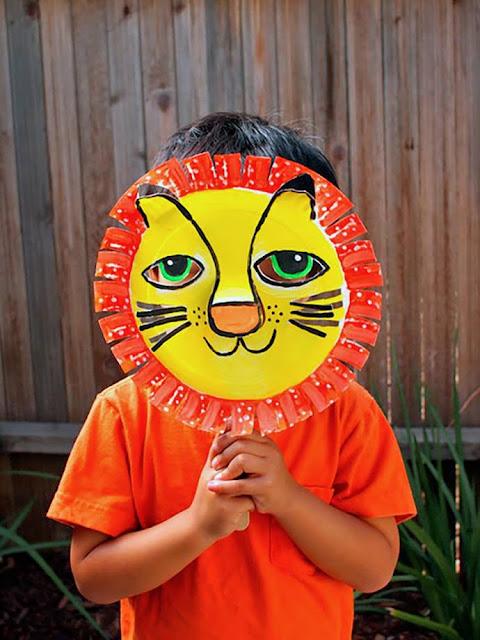 Topeng singa siap digunakan